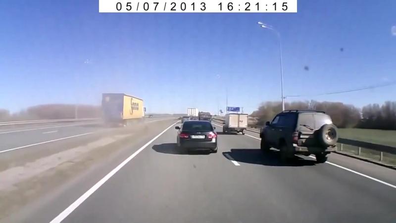 Гонки дальнобойщиков на трассе
