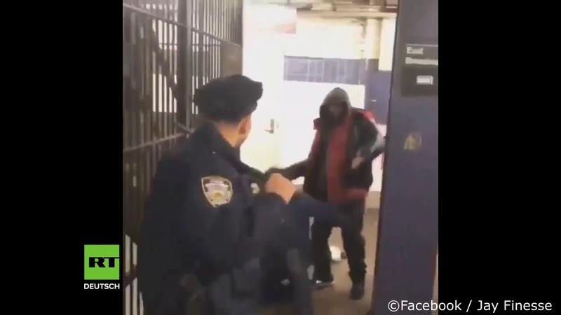 Nein, kein Zombie-Film Nur ein New Yorker Polizist, der gegen eine Gruppe Betrunkener kämpft