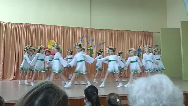 Ксюша танцует танец Травы Травы