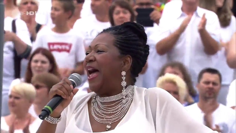Boney M. feat. Liz Mitchell - Hooray, It's A Holi-Holiday! (27/08/2017)