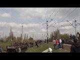 Самолет ВПС Украины Миг-29 пролетает над заблокированной колонной.