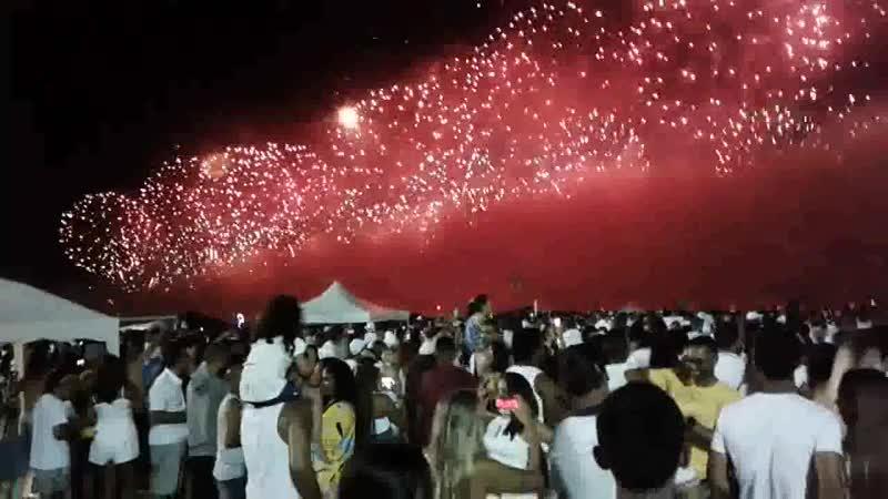 Reveillon em Copacabana reúne 2,8 milhões de pessoas para assistir espetáculo de fogos e shows