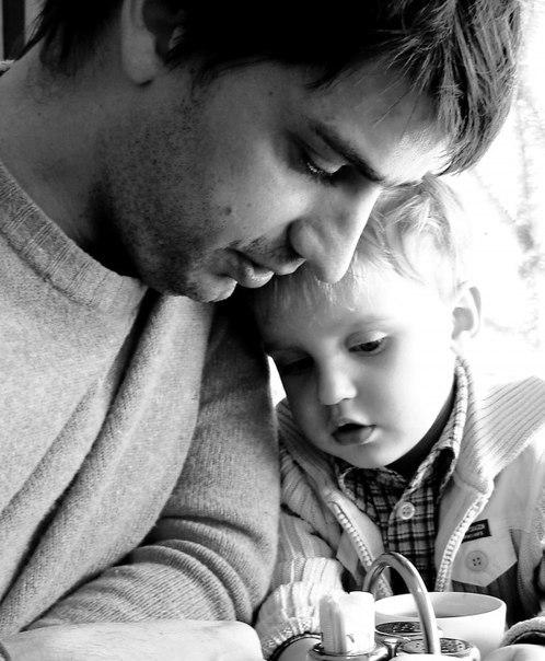10 заповедей родителям Всем известны библейские заповеди, но оказывается, есть еще и заповеди для родителей. 10 заповедей родителей: 1. Не жди, что твой ребенок будет таким, как ты или таким, как ты хочешь. Помоги ему стать не тобой, а собой. 2. Не требуй от ребенка платы за все, что ты для него сделал. Ты дал ему жизнь, как он может отблагодарить тебя? Он даст жизнь другому, тот - третьему, и это необратимый закон благодарности. 3. Не вымещай на ребенке свои обиды, чтобы в старости не есть…