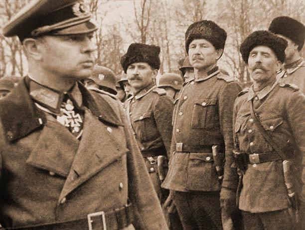 Генерал Гельмут фон Паннвиц (1898-1947). Создатель и руководитель Казачьей дивизии на территории СССР, группенфюрер SS, с марта 1945 года Верховный Походный атаман всех казачьих армий. Этого титула прежде удостаивались только русские цари.