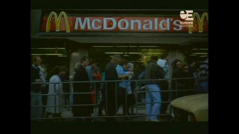 Queue to first McDonalds in Moscow in 1990 History Porn