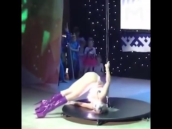 Участница конкурса Звезда Ямала в Новом Уренгое станцевала на шесте перед десятилетними детьми