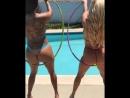 Daisy Marie & Nikki Delano две сочные чики трясут своими горячими булками у бассейна, большие жопы секс сиськи