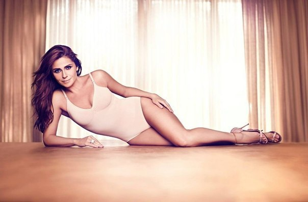 фото голая актриса клон
