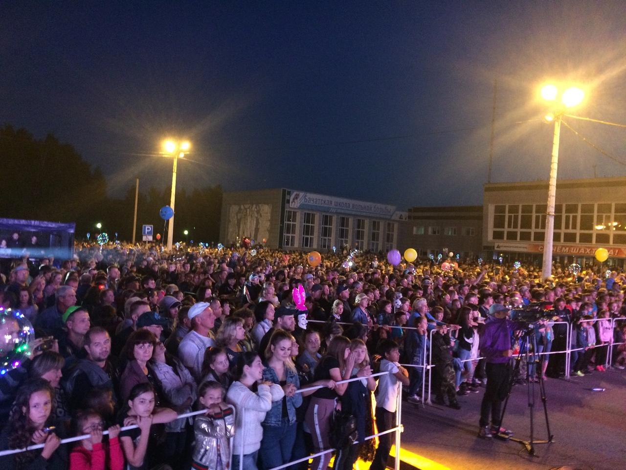 День шахтера 2018 в поселке Бачатский, Белово, выступает группа Joy