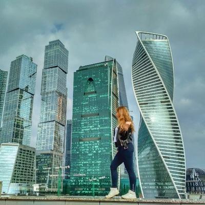 Лена Хоботилова