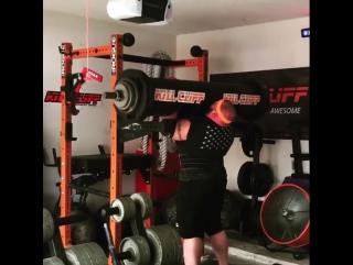 Люк Херринг (США), строгий жим бревна со стоек - 200 кг 💪