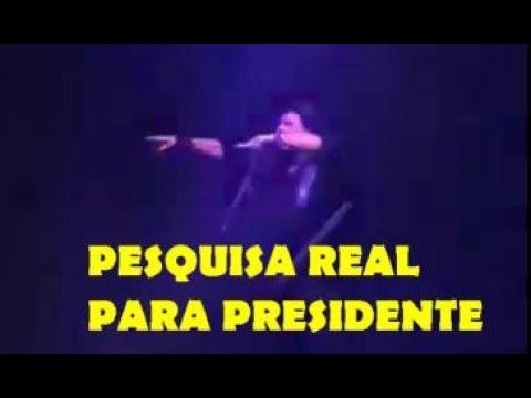 Paulo Ricardo faz pesquisa ao vivo para Presidente em show lotado