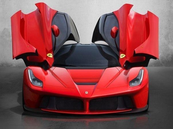 Ferrari LaFerrari Мощность: 963 л.с. Крутящий момент: 969 Нм Коробка передач: DCT 7 передач Привод: Задний Максимальная скорость: 350 км/ч Разгон до сотни: 3 сек Масса: 1255 кг