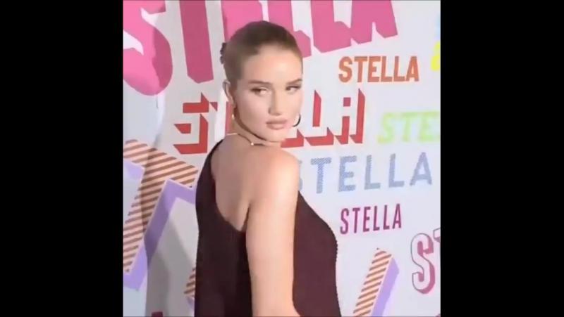 Рози на ланче в честь выхода новой осенней коллекции Стеллы Маккартни (январь 2018)
