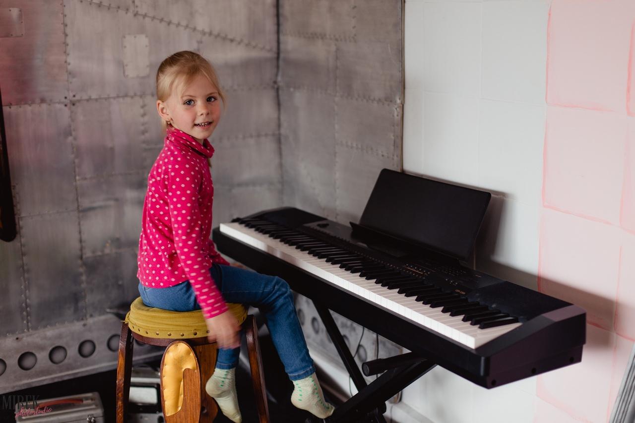картон позволяет фотостудия на час спб с роялем нюанс