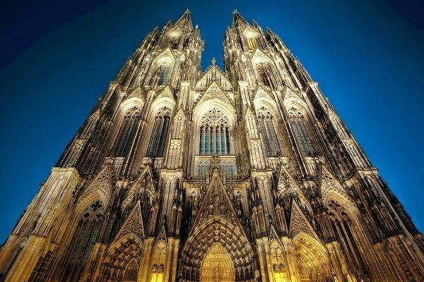 Дьявольский собор. Кельн. Это третий по величине готический храм в мире. Его строительство затянулось на невероятные шесть с лишним веков. Происходило оно в два этапа: с 1248 по 1437 и... с 1842