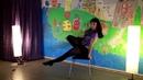 Красивый проворот на стуле Поднимаем ножку вверх Уроки по стрип пластике на стуле