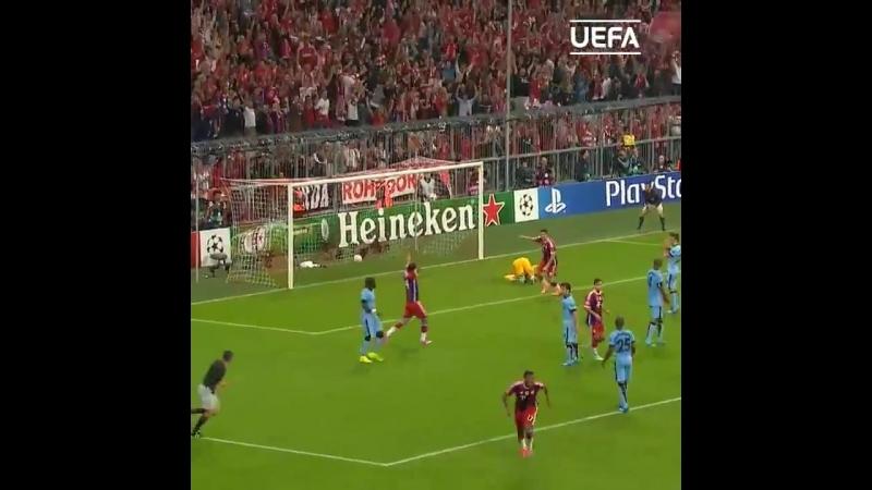 Гол Жерома Боатенга в матче с Манчестер Сити