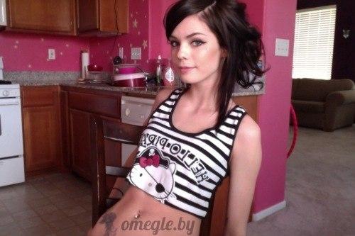 красивая девушка раздевается на веб камеру