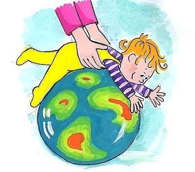 Мамам грудничков ✔ На гимнастический мяч — с рождения! 🌏 Необходимая информация и подробное описание упражнений для крох на мяче: Чем гимнастический мяч полезен для крохи? 1. Покачивание на мяче развивает вестибулярный аппарат ( один из важнейших компонентов занятий с ребенком первого года жизни ). Малыш может совершать «пассивное» плавание, как он привык это делать в животике у мамы. Таким образом, кроха получает необходимые вестибулярные, зрительные и кинестетические импульсы. 2. Занятия…