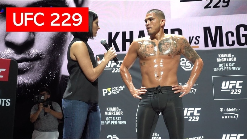ANTHONY PETTIS SHOWS OFF SPINNING KICKS DURING UFC 229 OPEN WORKOUTS