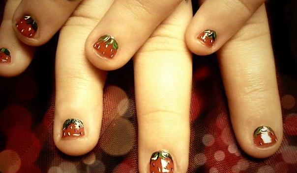 Акриловый дизайн на коротких ногтях