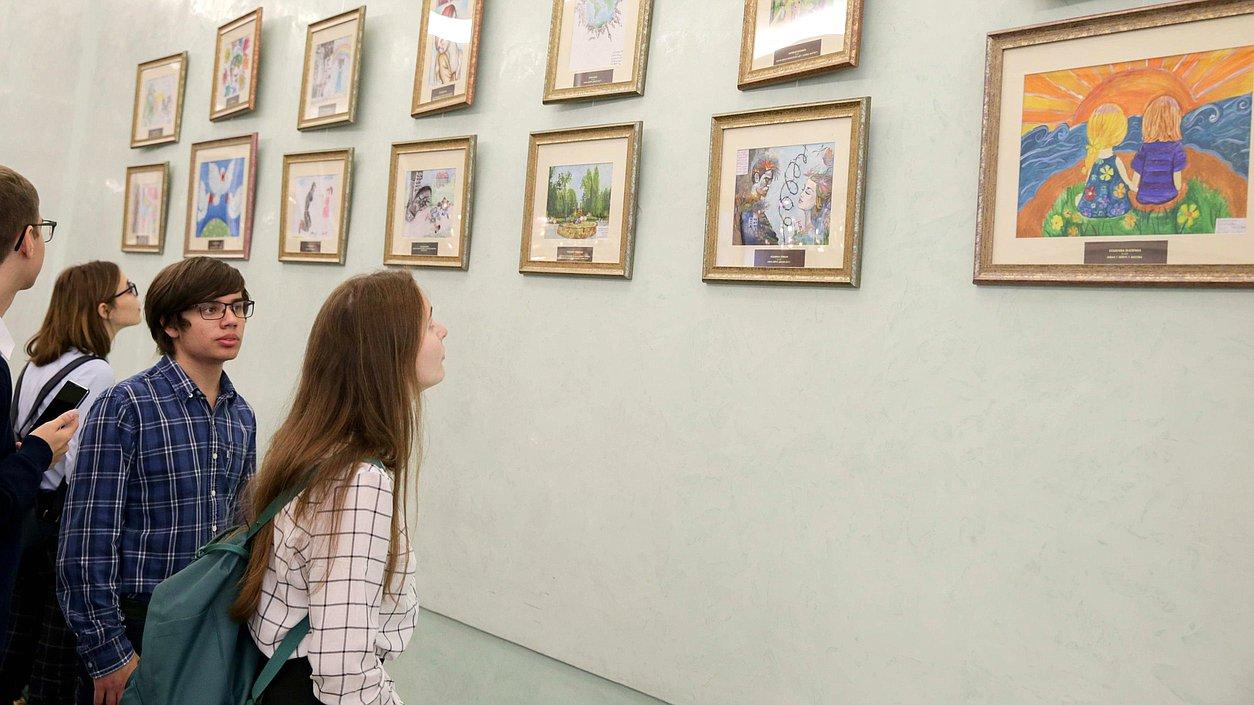 Рисунки детей способны говорить на всех языках: история волонтера Донбасса, показавшего миру жестокую правду войны - «Взрослые, да что же вы творите»