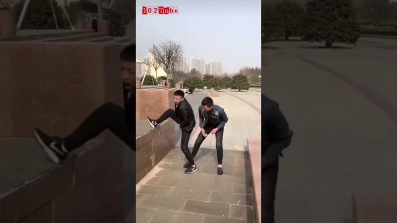 Troll ngu đường phố p31 - Trẻ không tha già không thương【Chinese funny video】