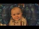 Грудной малыш слушает суру Корана