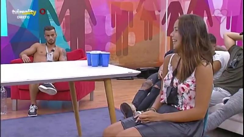 Paulo faz lapdance para Margarida