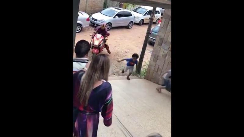 Homem de Ferro cai ao som de Vingadores Guerra Infinita