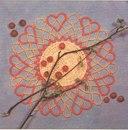Автор: Марина Ляукина Материал:- 5 г бежевых ниток для вязания,- 10 г красного бисера 8/0,- 15 г бежевого бисера 8/0.