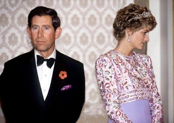 Почему на многих фотографиях принц Чарльз выше Дианы