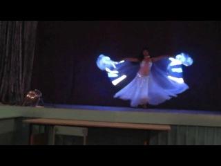 Азиза танец со светодиодными крыльями