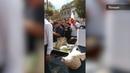 Польские фермеры на встречу с премьером принесли гроб со свиной головой