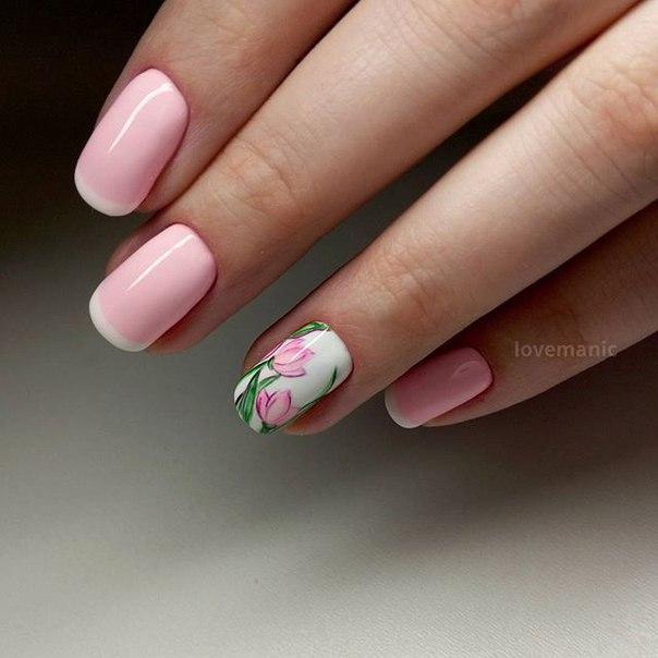 Розовый маникюр с цветочками