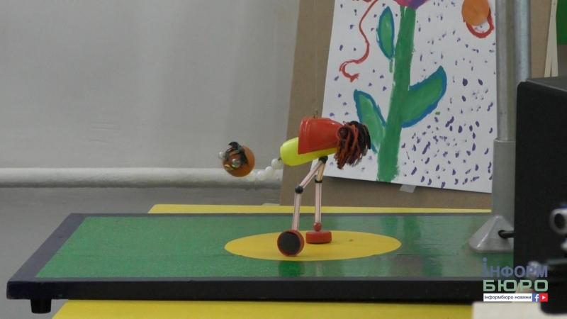 Танцюючий страус, роботи та електромобіль у ХПІ демонстрували мехатроніку