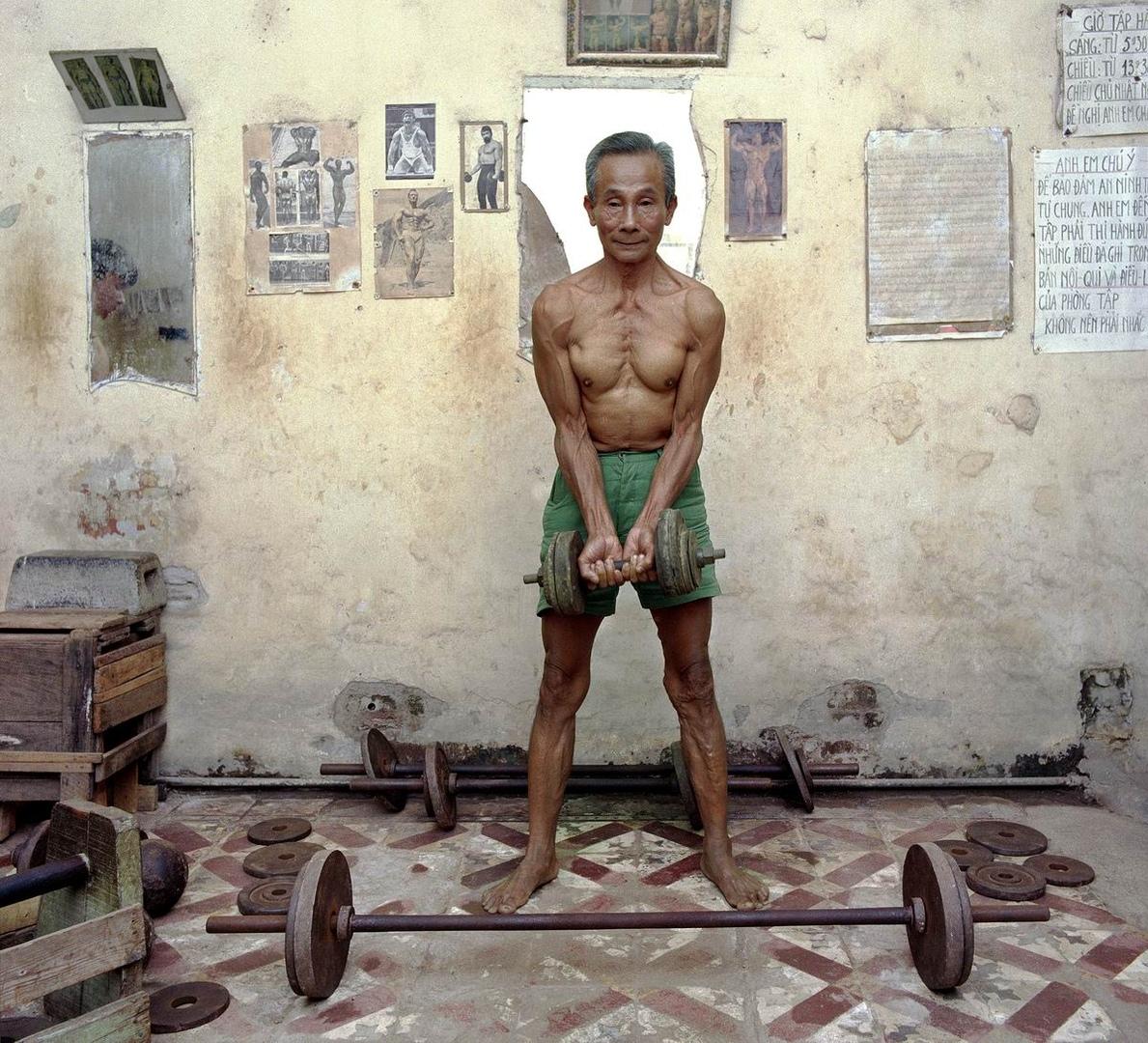 Кто со мной качаться?: Вьетнамский культурист