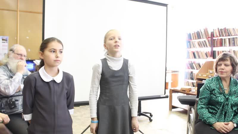 Клевцова Ника и Жарова Маргарита читают стихи о временах года 21.03.19