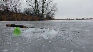 Первый Лёд. Чуть не провалился. Зимняя рыбалка на окуня 2018