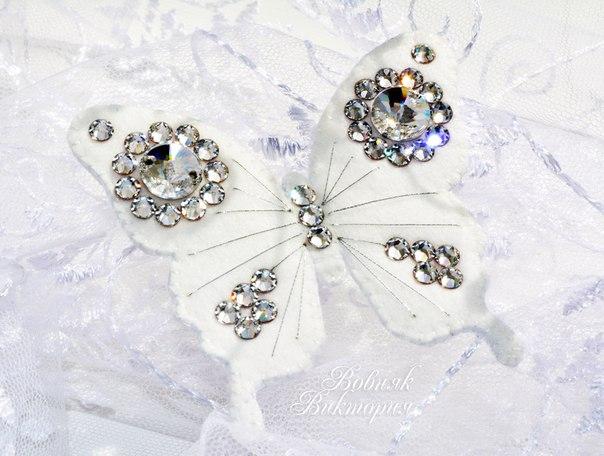 Авторская брошь-бабочка Сияние из фетра с кристаллами Swarovski. Размер: 6,5х6 см…. (6 фото)