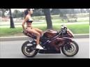Сексуальная байкерша и Мото трюки Супер Леди