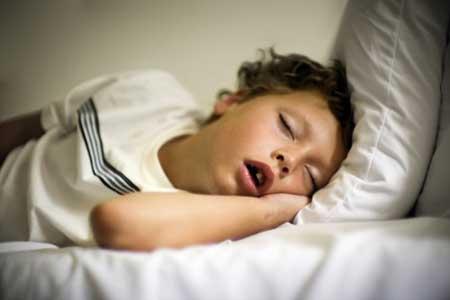 У взрослых и детей бруксизм (скрип зубов) может быть вызван проблемой дыхательных путей.