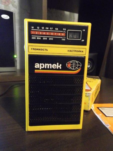 Жёлтый цвет радиоприёмника
