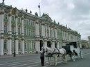 Эрмитаж, один из крупнейших музеев мира, размещается в пяти связанных друг с другом зданиях на Дворцовой набережной.
