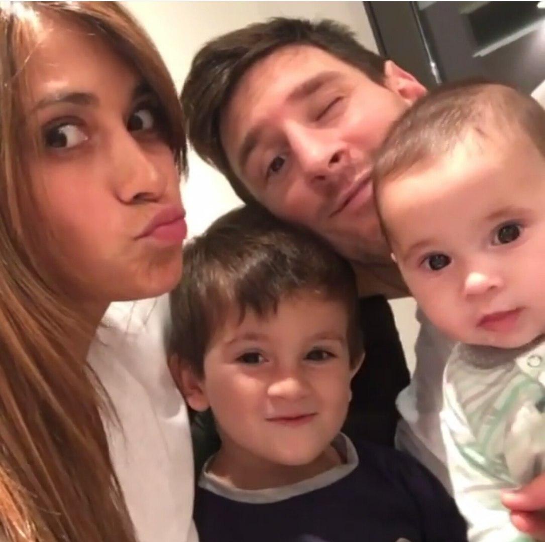 Фото жены и детей месси