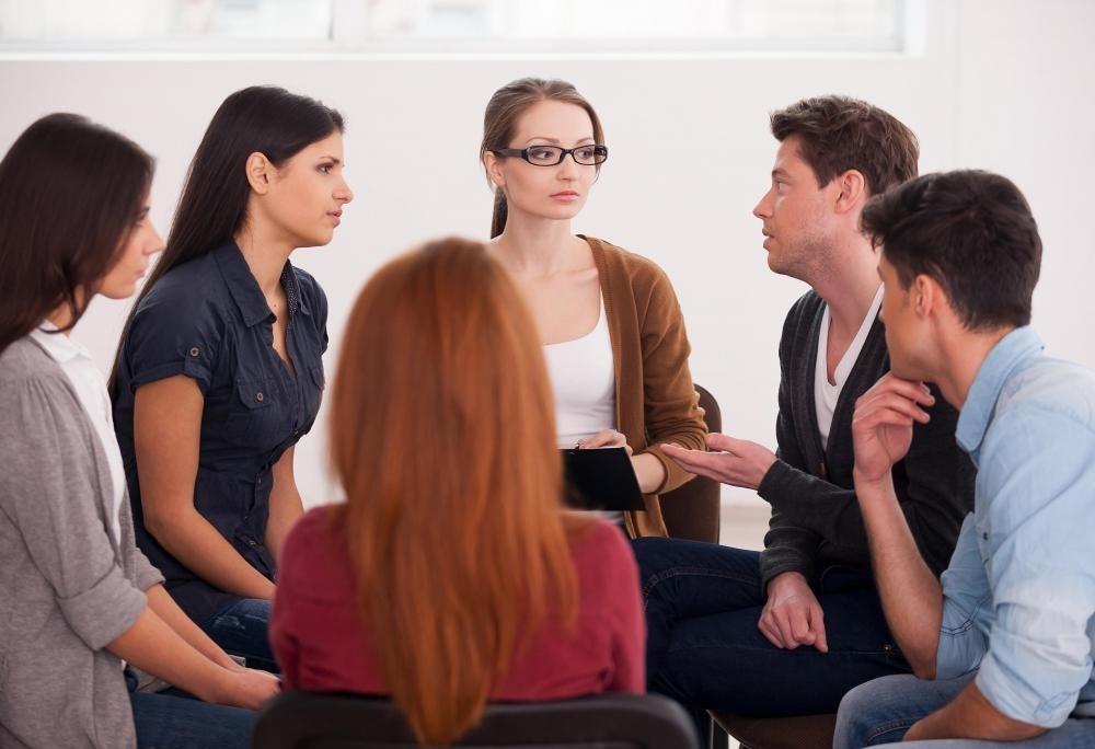 Люди, которые посещают интервенцию, должны иметь явное ожидание того, что необходимо обсудить.
