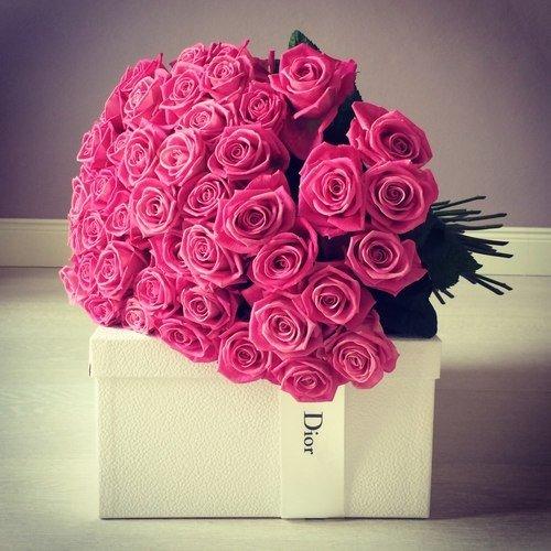 У девушки должны руки дрожать от цветов, а не от нервов.