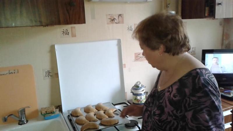 Мама испекла сочни с творогом