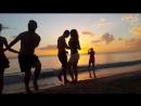 Сальса на закате на пляже